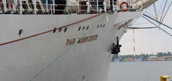 """Uroczyste podsumowanie praktyk morskich na """"Darze Młodzieży"""""""